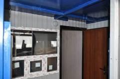 Входная дверь в помещение внутри поста охраны