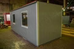 Бытовка для офиса с отделкой вертикальными декоративными панелями серого цвета