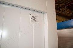 Решетка для пассивной вентиляции помещения снаружи торгового павильона