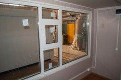 Витринное окно с форточкой - вид изнутри павильона
