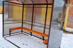 Скамья располагается по трем сторонам павильона для курения