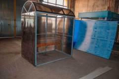 Павильон обшивается сотовым поликарбонатом по трем сторонам (цвет поликарбоната в этом изделии - серый)