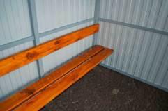 Скамья со спинкой по одной стенке - деревянный настил
