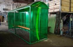 Изделие обшито сотовым поликарбонатом зеленого цвета по трем сторонам