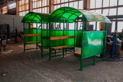 Павильон обшивается поликарбонатом с трех сторон - сзади и по бокам.