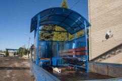 Синий - один из популярных цветов при отделке павильона для курения