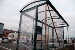 Крыша остановочного павильона арочного типа (округлой формы)