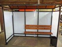 Остановка ОМ-5 комплектуется урной и скамьей