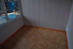Стены внутри- отделка панелями МДФ, на полу линолеум