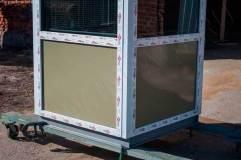 В ПВХ панели присутствуют металлические вставки необходимого цвета