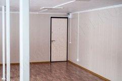 Металлическая дверь для служебного входа в павильон