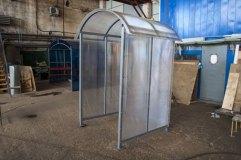 Прозрачный сотовый поликарбонат используется для отделки данного изделия