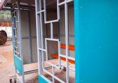 Декоративная решетка на фасаде остановочного павильона