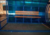 Остановочный павильон оснащается скамьей со спинкой