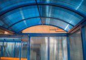 Крыша арочного типа отделывыется поликарбонатом