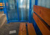 Скамья со спинкой — деревянный настил с покрытием морилкой и лаком