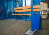 Автобусная остановка устанавливается на металлические закладные детали — пятки
