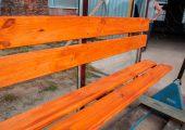 Скамья со спинкой — деревянный настил