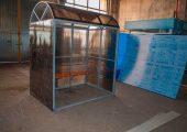 Павильон обшивается сотовым поликарбонатом по трем сторонам (цвет поликарбоната в этом изделии — серый)