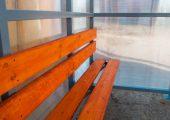 Скамья и спинка — деревянный настил пропитанный морилкой и покрытый лаком