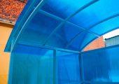 Крыша обшивается также сотовым поликарбоантом
