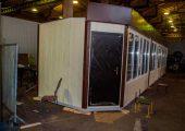 Двери боковых модулей располагаются по скошенным боковым граням