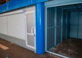 Двери ПВХ глухие с декоративными вставками из листа в цвет отделки павильонов