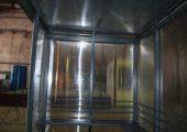 Потолок павильона для курения также обшит сотовым поликарбонатом