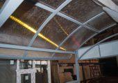 Крыша также обшивается прозрачным сотовым поликарбонатом
