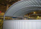 Крыша арочного типа также обшивается профлистом