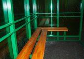 Скамья — деревянный настил располагается по трем сторонам курилки