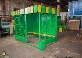 Стенки остановочного павильона ОМ-3 выполнены из стального листа толщиной 2 мм