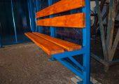 Скамья — деревянный настил с покрытием морилкой и лаком