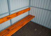 Скамья со спинкой по одной стенке — деревянный настил