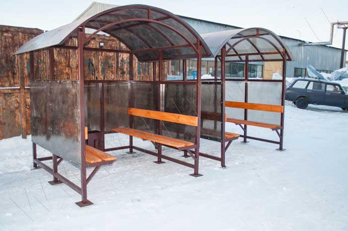 Внешний вид павильонов для курения КМ-9 с отделкой сотовым поликарбонатом бронзового цвета