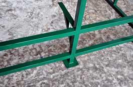 Металлический каркас павильона для курения