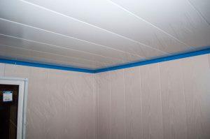 Отделка потолка операторской будки - металлическими панелями