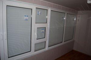 Окно с форточкой - вид изнутри киоска