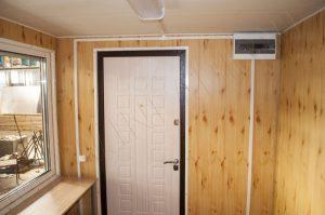 """Внутренняя отделка киоска. Стены их панелей МДФ с текстурой """"Сосна"""""""