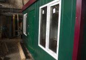 Окна располагаются на фасадной части павильона, а также на торцах.