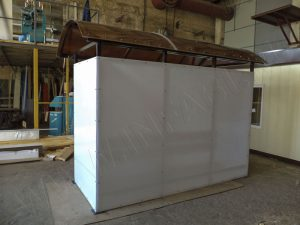 Задняя стенка обшивается сотовым поликарбонатом молочного цвета
