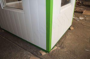Углы также декорируются. Цвет углов зеленый