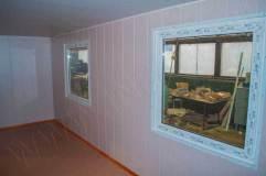 Бытовка с двумя окнами квадратной формы