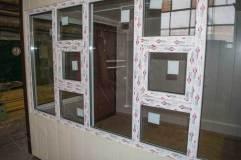 В киоске предусмотрены два окна для выдачи товара