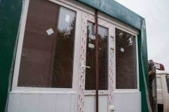 Дверь располагается по центру, но может быть смещена при необходимости вправую и ли левую сторону