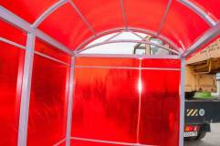 Крыша арочного типа с элементами декора под аркой