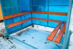 Скамья располагается по трем сторонам павильона КМ-3