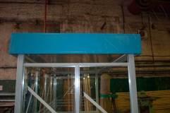 Козырек монтируется на крышу павильона для курения и несет декоративную функцию
