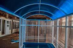 Крыша арочного типа также обшивается сотовым поликарбонатом