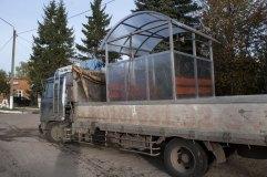 Павильон для курения КМ-9. Каркас серого цвета. Отделка стен и крыши прозрачным сотовым поликарбонатом